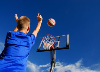 Se la spesa sportiva per attività dilettantistica è intestata a un solo genitore, è possibile dividere la detrazione al 50%